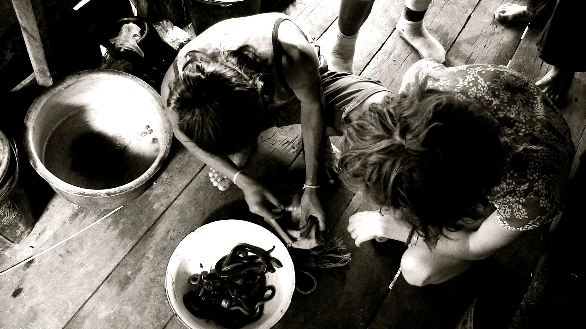 Préparation anguilles © Food Sweet Food