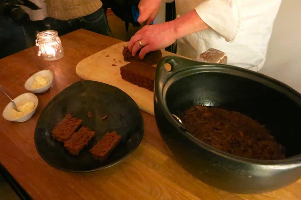"""Agneau confit et cuit sous terre avec le """"Rye Bread"""""""